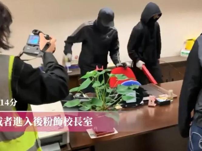 Bạo lực lan vào sân trường, sinh viên Trung Quốc Đại lục lũ lượt rời khỏi Hồng Kông, tới đây tình hình sẽ diễn biến ra sao? ảnh 2