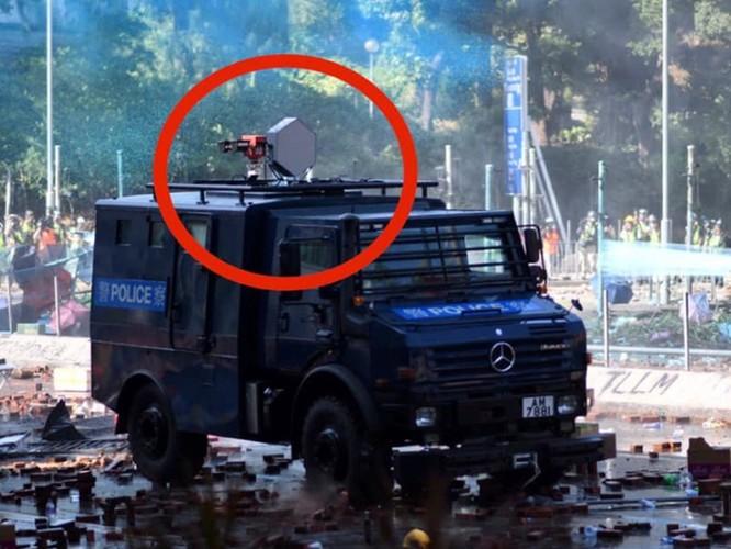Xung đột xảy ra kịch liệt, hàng trăm người bị bắt, chính quyền Hồng Kông bỏ lệnh cấm che mặt và dừng sử dụng vũ khí âm thanh Sonic Gun ảnh 2