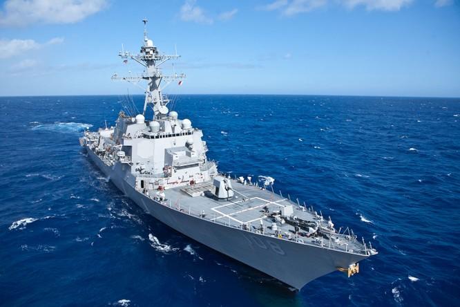 Tàu chiến Mỹ áp sát các đảo Trung Quốc chiếm đóng trái phép trên Biển Đông giữa lúc quan hệ hai bên đang căng thẳng ảnh 3