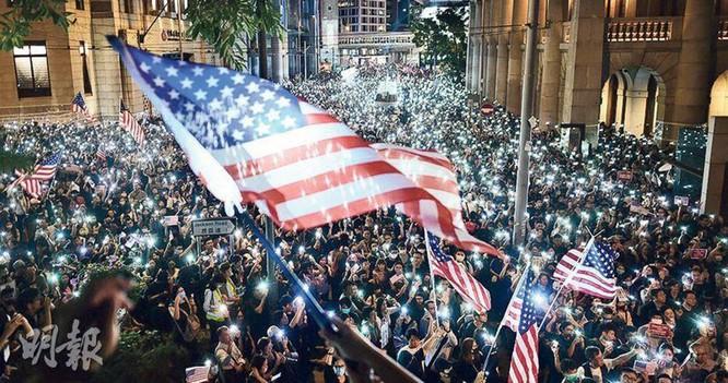 Luật Dân chủ và nhân quyền Hồng Kông vừa được Mỹ phê chuẩn sẽ ảnh hưởng đến việc ký kết Hiệp định về Kinh tế và Thương mại Trung - Mỹ ảnh 2