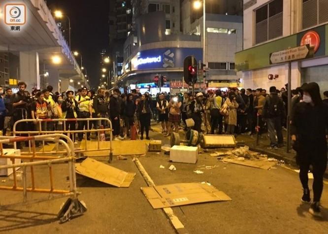 Hồng Kông: tái diễn biểu tình quy mô lớn và đụng độ bạo lực ảnh 2
