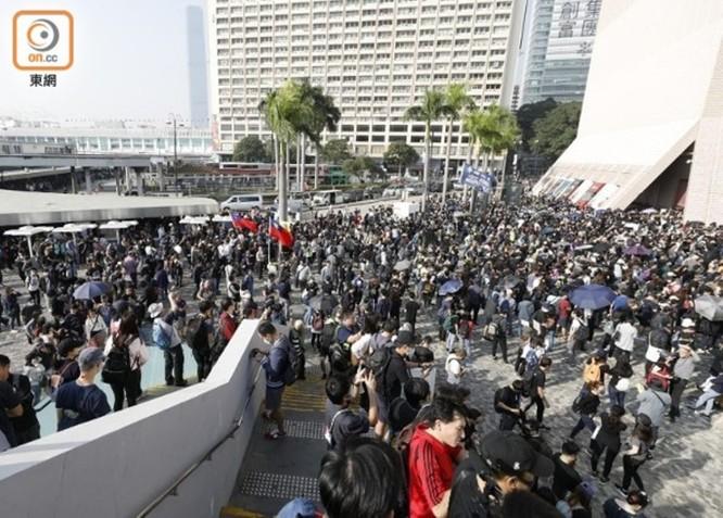 Hồng Kông: tái diễn biểu tình quy mô lớn và đụng độ bạo lực ảnh 6
