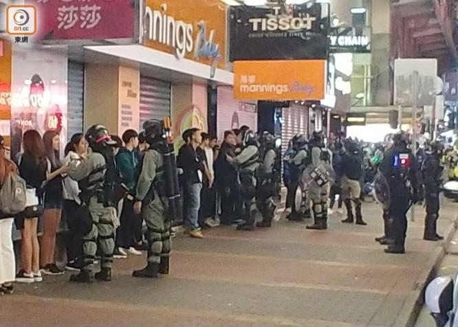 Hồng Kông: tái diễn biểu tình quy mô lớn và đụng độ bạo lực ảnh 8