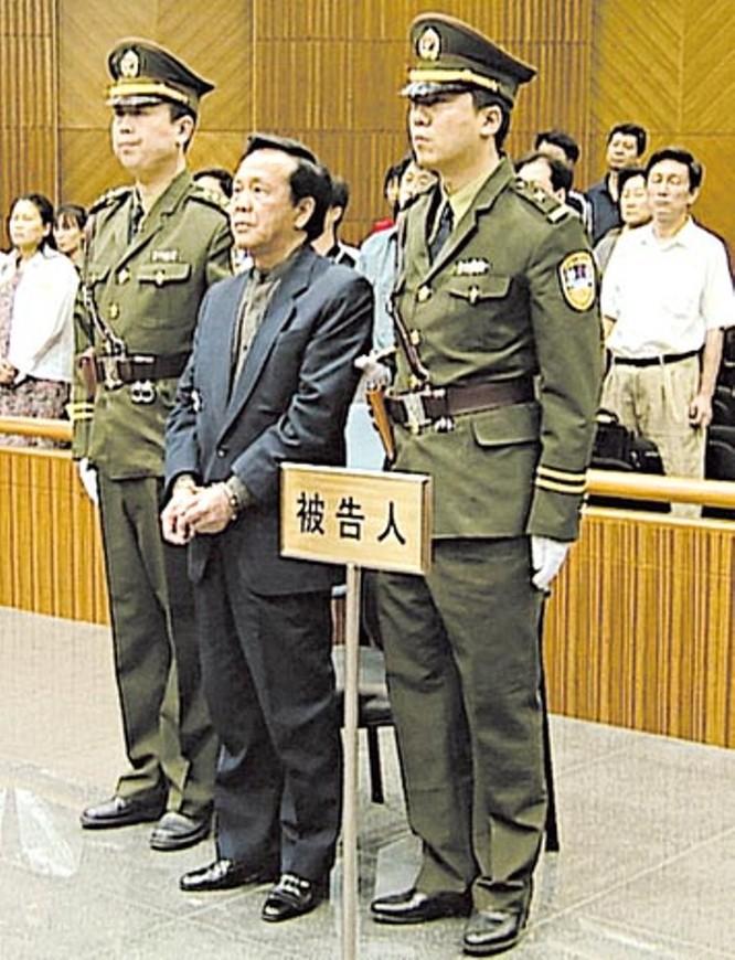 """Những đại quan tham Trung Quốc nổi tiếng gục ngã trước """"ải mỹ nhân"""", """"bẫy quyền sắc"""" (Kỳ 5, phần 2): Thành Khắc Kiệt, lãnh đạo cấp nhà nước bị tử hình từ việc ngoại tình ảnh 5"""