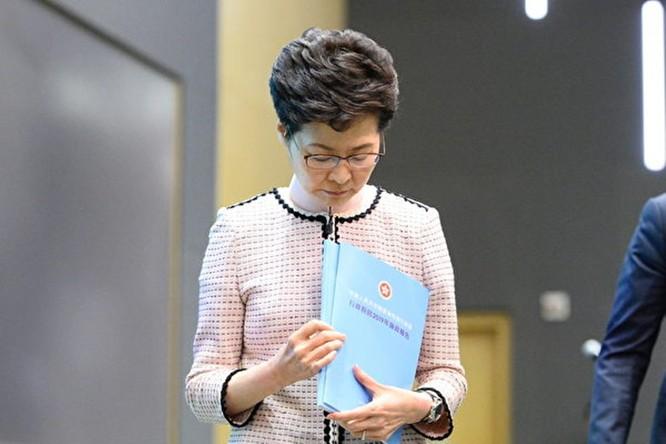 25 nghị sĩ Hồng Kông đưa ra nghị án yêu cầu luận tội bà Carrie Lam ảnh 2