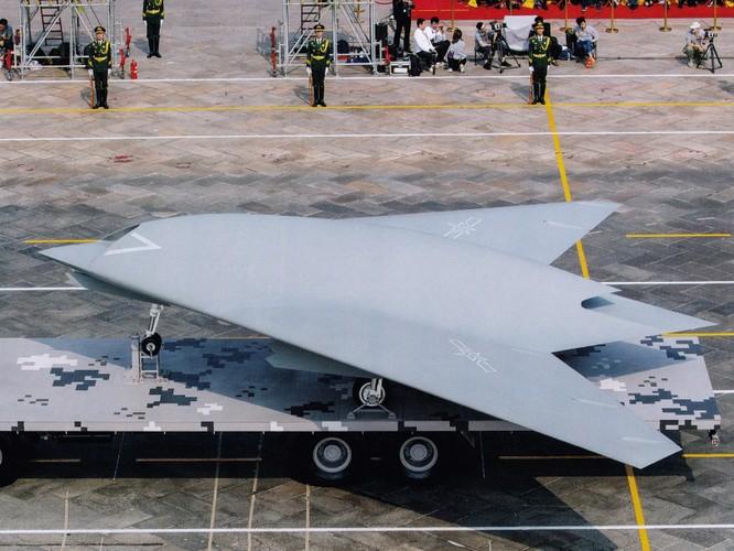 Trung Quốc gây bất ngờ khi mang tất cả các loại máy bay không người lái tới Tân Cương trưng bày ảnh 2