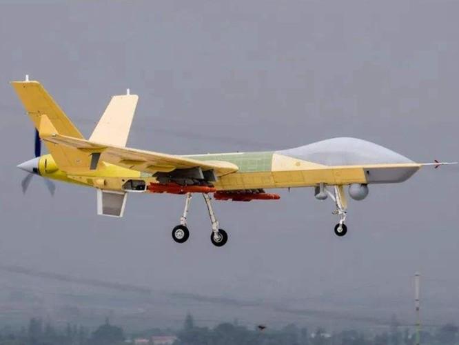 Trung Quốc gây bất ngờ khi mang tất cả các loại máy bay không người lái tới Tân Cương trưng bày ảnh 1