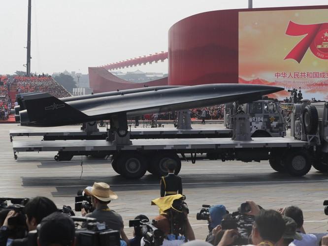 Trung Quốc gây bất ngờ khi mang tất cả các loại máy bay không người lái tới Tân Cương trưng bày ảnh 4