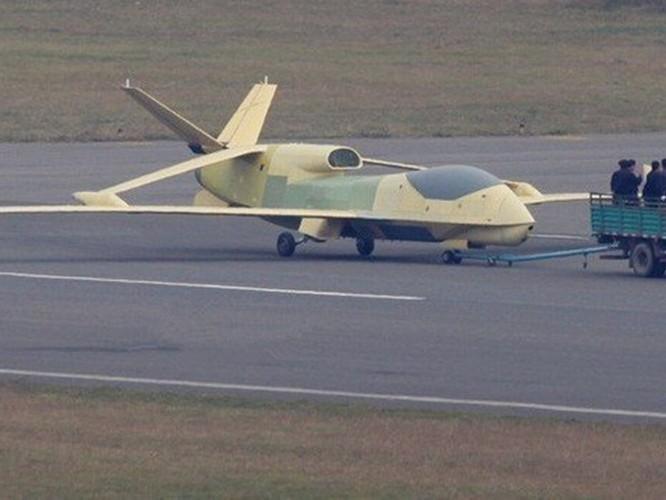 Trung Quốc gây bất ngờ khi mang tất cả các loại máy bay không người lái tới Tân Cương trưng bày ảnh 3