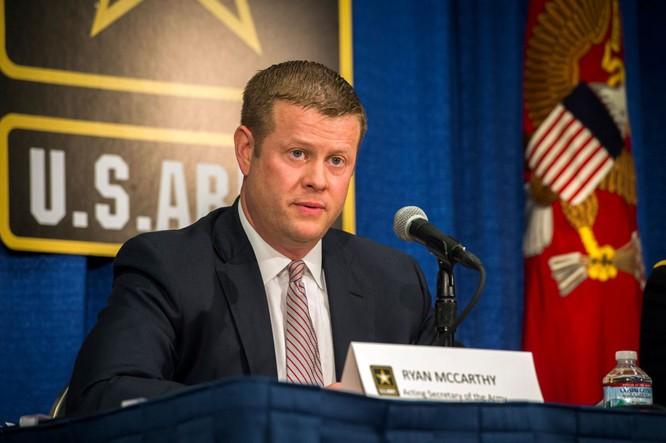 Bộ trưởng Lục quân Mỹ Ryan McCarthy: Mỹ sẽ triển khai các hệ thống tên lửa đạn đạo tầm trung di động để đối phó Trung Quốc ảnh 1