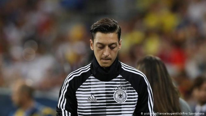 Bài thơ của Mesut Ozil và việc Đài Truyền hình Trung ương Trung Quốc hủy phát sóng trận cầu tâm điểm giải Premier League đêm Chủ nhật 15/12 ảnh 2