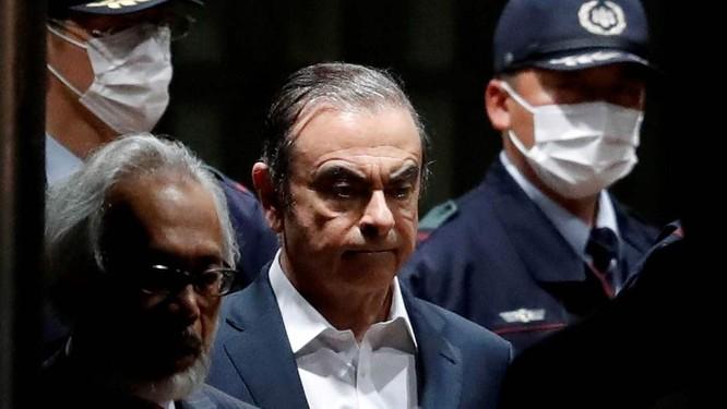 Chui vào hộp đàn qua mặt an ninh lên máy bay, cựu chủ tịch Nissan Carlos Ghosn trốn khỏi Nhật như trong phim hình sự ảnh 2
