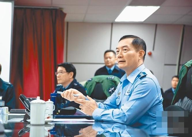 Rơi máy bay trực thăng Black Hawk của quân đội Đài Loan, Thượng tướng Tổng Tham mưu trưởng và 7 sĩ quan tử nạn (VIDEO) ảnh 1