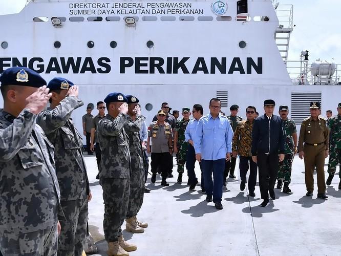 Nóng: Tàu chiến, máy bay Indonesia giám sát và truy đuổi tàu hải cảnh Trung Quốc trên Biển Đông ảnh 3