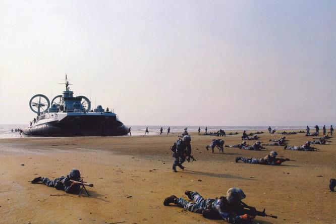 Rò rỉ ảnh quân đội Trung Quốc diễn tập đánh chiếm Đài Loan vào thời điểm nhạy cảm trong quan hệ hai bờ Eo biển ảnh 3