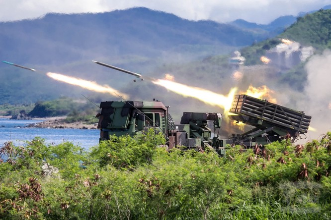 Rò rỉ ảnh quân đội Trung Quốc diễn tập đánh chiếm Đài Loan vào thời điểm nhạy cảm trong quan hệ hai bờ Eo biển ảnh 4