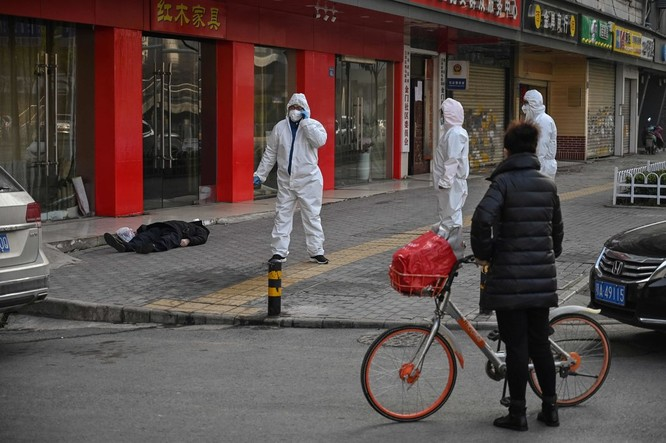 Vũ Hán, các bệnh viện chật kín bệnh nhân, nhiều người chết khi chưa kịp khám bệnh ảnh 2