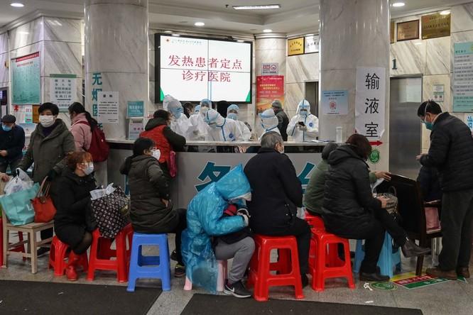 Vũ Hán, các bệnh viện chật kín bệnh nhân, nhiều người chết khi chưa kịp khám bệnh ảnh 1
