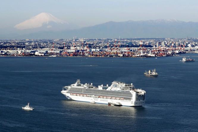 """3.700 du khách bị cách ly trên tàu du lịch Diamond Princess vì dịch bệnh viêm phổi Vũ Hán: """"Không thức ăn, chỉ có nước và cà phê"""" ảnh 2"""