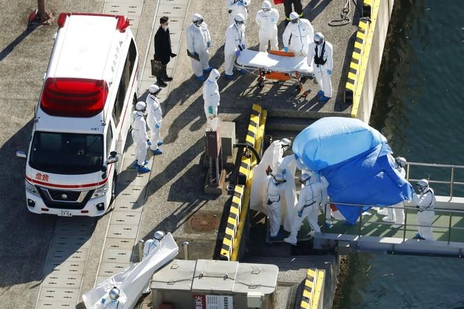 Đã có 61 hành khách mắc bệnh Viêm phổi Vũ Hán, tàu du lịch Diamond Princess trở thành trại cách ly trên biển ảnh 5