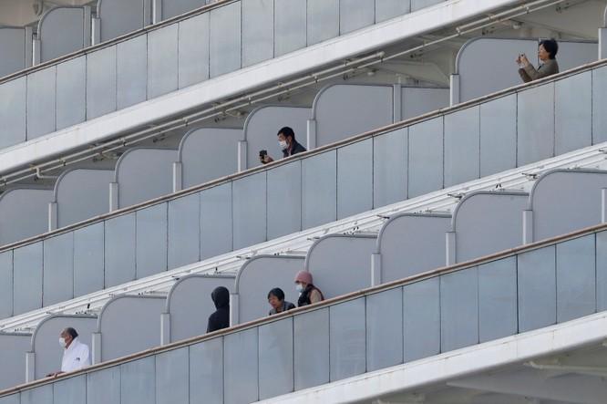 Đã có 61 hành khách mắc bệnh Viêm phổi Vũ Hán, tàu du lịch Diamond Princess trở thành trại cách ly trên biển ảnh 3