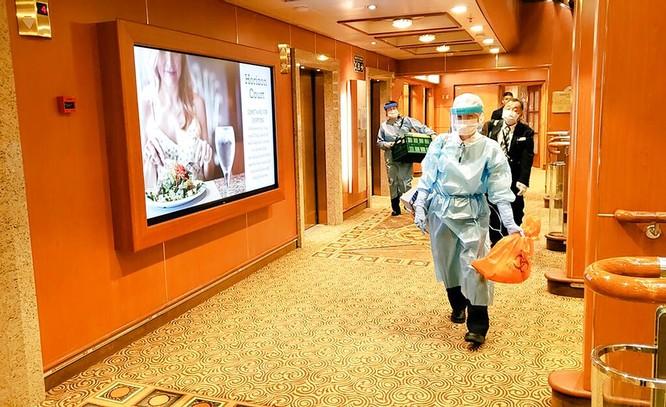 Đã có 61 hành khách mắc bệnh Viêm phổi Vũ Hán, tàu du lịch Diamond Princess trở thành trại cách ly trên biển ảnh 2