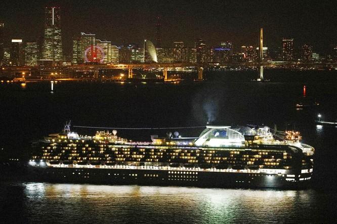 Đã có 61 hành khách mắc bệnh Viêm phổi Vũ Hán, tàu du lịch Diamond Princess trở thành trại cách ly trên biển ảnh 6