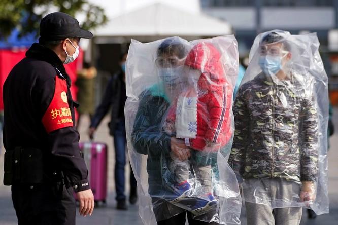 Trăm lẻ một cách tự phòng hộ của người dân Trung Quốc trong đại dịch Viêm phổi do nCoV ảnh 1