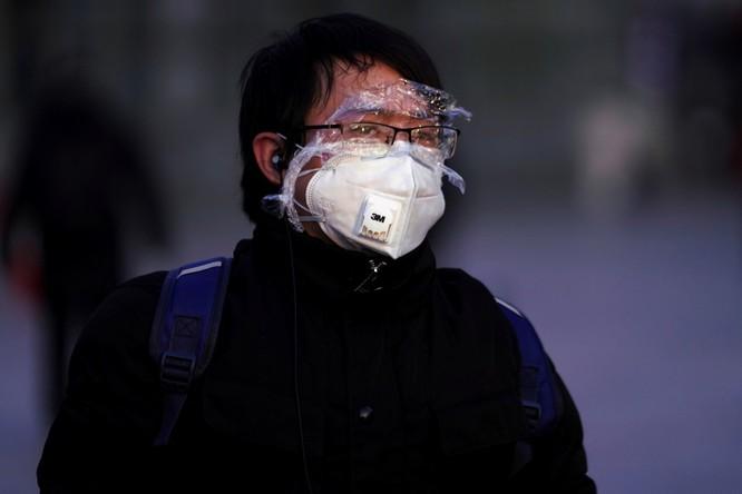 Trăm lẻ một cách tự phòng hộ của người dân Trung Quốc trong đại dịch Viêm phổi do nCoV ảnh 2