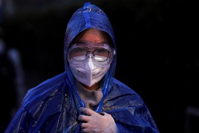 Trăm lẻ một cách tự phòng hộ của người dân Trung Quốc trong đại dịch Viêm phổi do nCoV ảnh 3