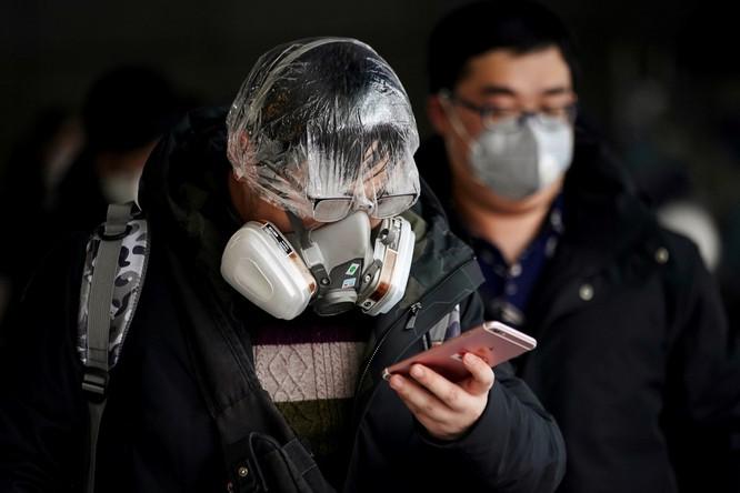 Trăm lẻ một cách tự phòng hộ của người dân Trung Quốc trong đại dịch Viêm phổi do nCoV ảnh 4