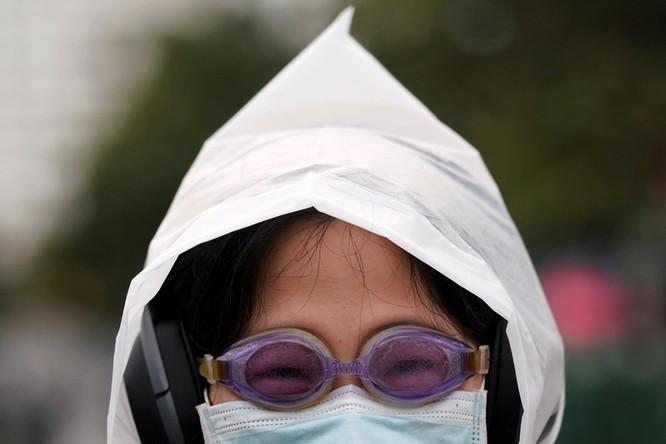 Trăm lẻ một cách tự phòng hộ của người dân Trung Quốc trong đại dịch Viêm phổi do nCoV ảnh 5