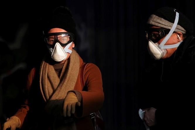 Trăm lẻ một cách tự phòng hộ của người dân Trung Quốc trong đại dịch Viêm phổi do nCoV ảnh 6