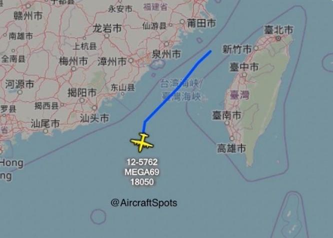 Mỹ cho máy bay bay xuyên qua eo biển Đài Loan, đáp lại việc máy bay Trung Quốc bay vòng quanh Đài Loan ảnh 2