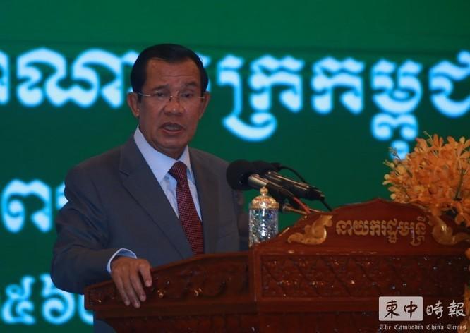 Giữa bão dư luận về vụ để hành khách nhiễm Covid-19 lên bờ, Campuchia đưa du khách tàu Westerdam du ngoạn Phnom Penh! ảnh 3