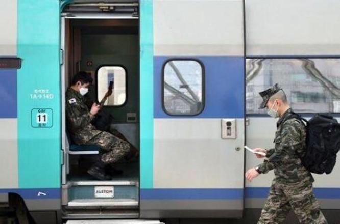 """Quân đội Hàn Quốc vội vã đối phó với """"cuộc xâm lăng"""" của đại dịch COVID-19 ảnh 1"""