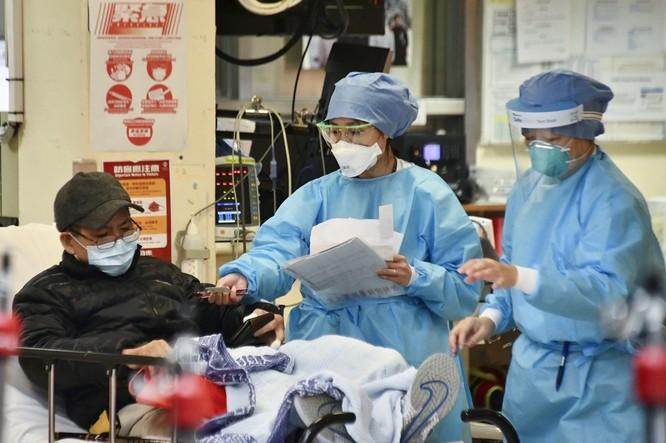 Chuyên gia bệnh truyền nhiễm Hong Kong: nCoV mạnh khủng khiếp! ảnh 1