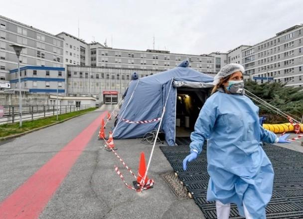 """Dịch bệnh bùng nổ, Italy khẩn cấp """"phong thành"""", dân chúng hoảng loạn ảnh 7"""