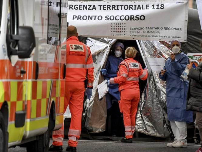 """Dịch bệnh bùng nổ, Italy khẩn cấp """"phong thành"""", dân chúng hoảng loạn ảnh 5"""