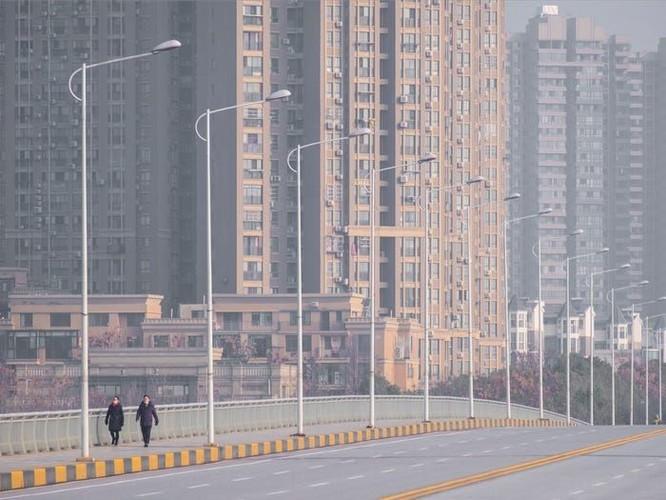 Báo Hoa ngữ so sánh chống Covid-19 theo mô thức Hàn Quốc và mô thức Trung Quốc ảnh 1