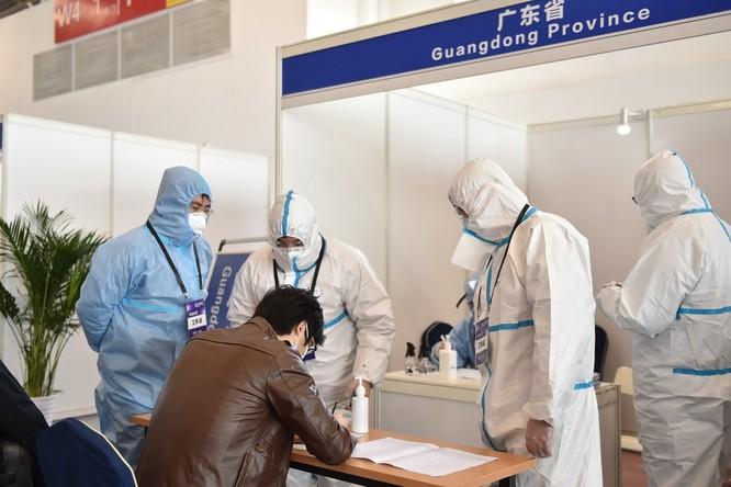 Trung Quốc áp dụng các biện pháp kiểm soát chặt nguồn bệnh lây từ ngoài vào như thế nào? ảnh 3