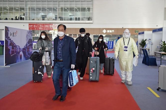Trung Quốc áp dụng các biện pháp kiểm soát chặt nguồn bệnh lây từ ngoài vào như thế nào? ảnh 4