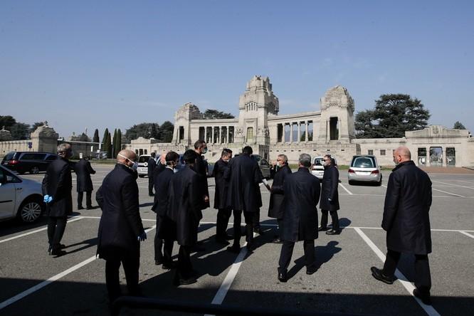 Thảm cảnh COVID-19 ở Italy: người chết quá nhiều, quân đội phải dùng xe tải chở đi nơi khác hỏa thiêu ảnh 6