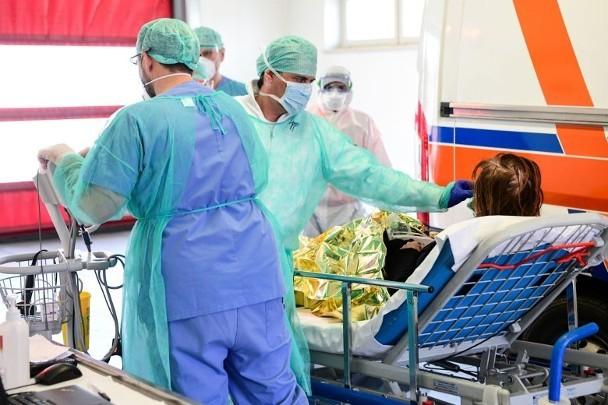 Cập nhật nhanh tình hình lúc 11h00 ngày 23/3: 193 quốc gia có dịch, gần 5.000 y bác sĩ Italy nhiễm bệnh, Thủ tướng Đức Merkel phải cách ly! ảnh 1