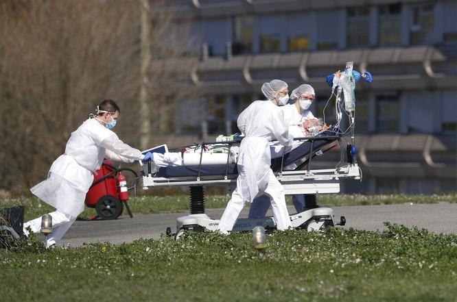 Cập nhật nhanh tình hình lúc 22h00 ngày 24/3: Châu Âu có hơn 200 ngàn ca nhiễm; Tây Ban Nha bệnh viện quá tải, người bệnh phải nằm đất chờ giường bệnh! ảnh 3