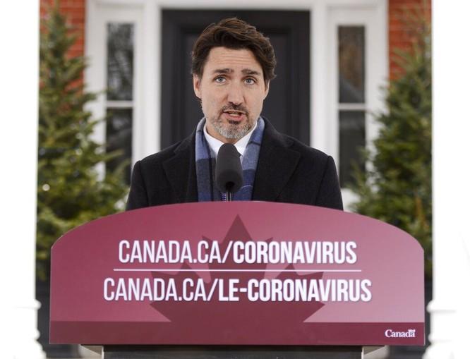 Thủ tướng Canada Justin Trudeau vừa làm việc tại nhà vừa phải trông con ảnh 2