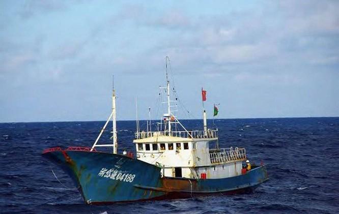 Phía sau vụ va chạm trên biển Hoa Đông tối 30/3: tàu Trung Quốc đã chủ động đâm tàu Nhật Bản? ảnh 1
