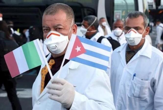 """Đi đầu trong hỗ trợ chống dịch COVID-19, Cuba thực hiện """"ngoại giao y tế"""" ảnh 1"""