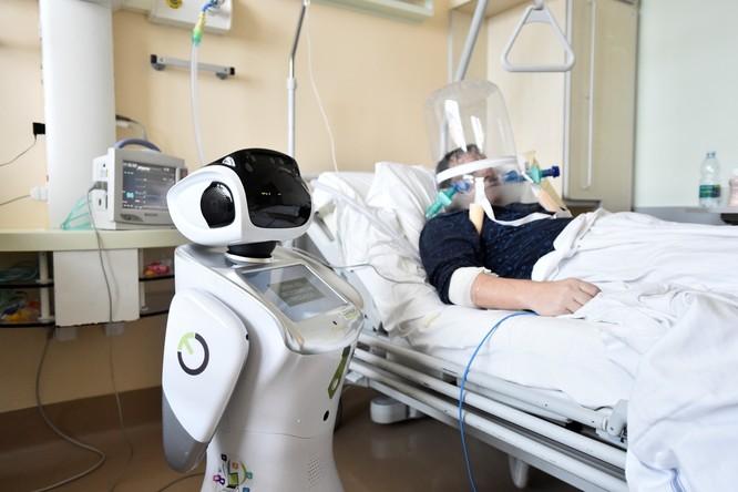 Thiếu hụt nhân viên y tế, Italy sử dụng người máy để chăm sóc bệnh nhân ảnh 6