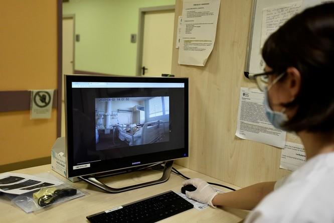 Thiếu hụt nhân viên y tế, Italy sử dụng người máy để chăm sóc bệnh nhân ảnh 8